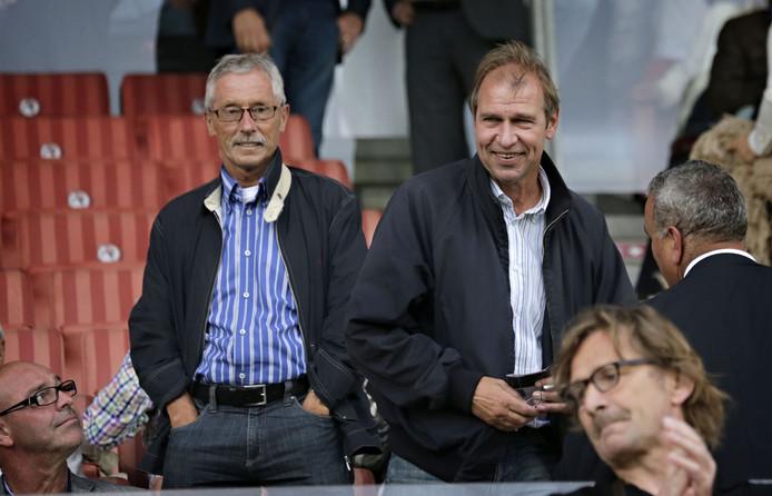 Pim Verbeek (rechts) op de tribune bij Sparta, in 2013.