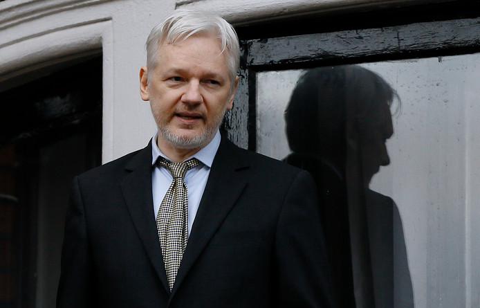 Archiefbeeld: Julian Assange op het balkon van de Ecuadoraanse ambassade