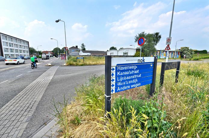 Kruising Flavius/Havenweg met de Weurtseweg in Nijmegen. De buurt wil niet dat de ontsluitingsweg naar de nieuwbouw aan het Waalfront bij deze kruising komt.
