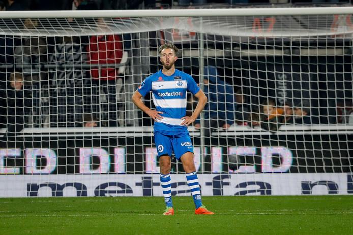De Graafschap-spits Fabian Serrarens baalt na de nederlaag bij AZ.