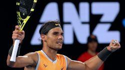 Nadal vlot langs 19-jarige thuisspeler - Ook Federer bereikt achtste finales, waarin Grieks supertalent wacht - Cilic overleeft twee matchballen