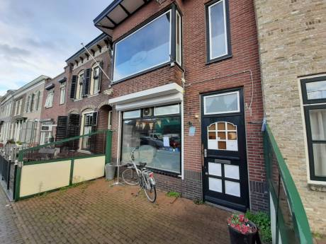 Politie valt binnen bij oud-café Smerdiek in Sint-Maartensdijk