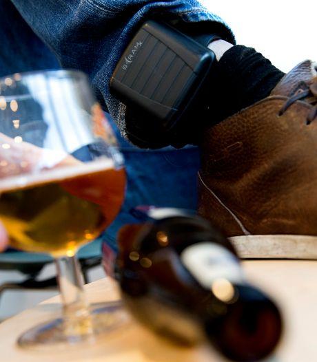 Tbs'er op verlof met alcoholmeter om de enkel: 'Veiliger en beter'
