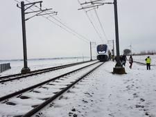 Passagiers na uren wachten uit stilstaande trein gered
