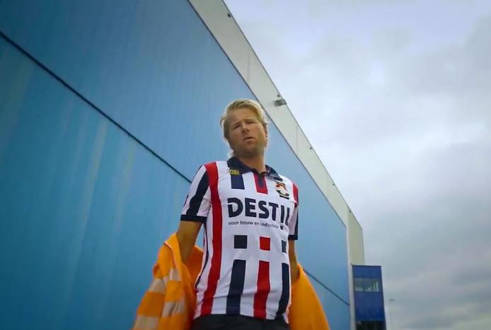Leo Alkemade in het shirt mét de nieuwe hoofdsponsor: Destil.