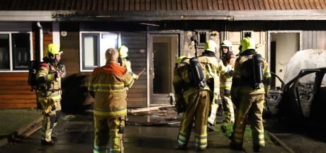 Twee huizen lopen schade op door autobrand in Culemborg