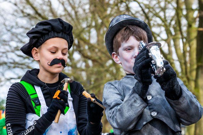 De jeugd deed ook mee aan de optocht in Borkel en Schaft