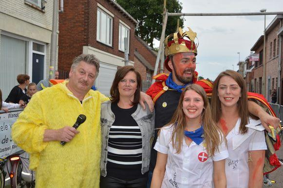 Koning Yannick Jaspers omringd door supporters