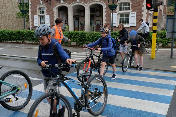 Het project werd eerder al opgestart in Bonheiden. Daar houdt een chip in de fiets of helm bij hoeveel kilometer een leerling fietst.
