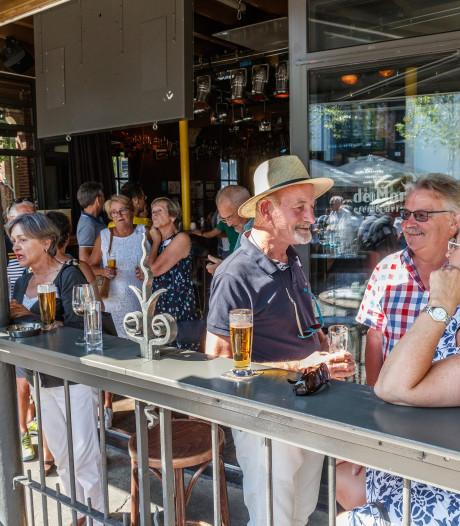 Reünie Den Duysent Vresen en Elke's Pub: 'Once upon a time in Roosendaal'