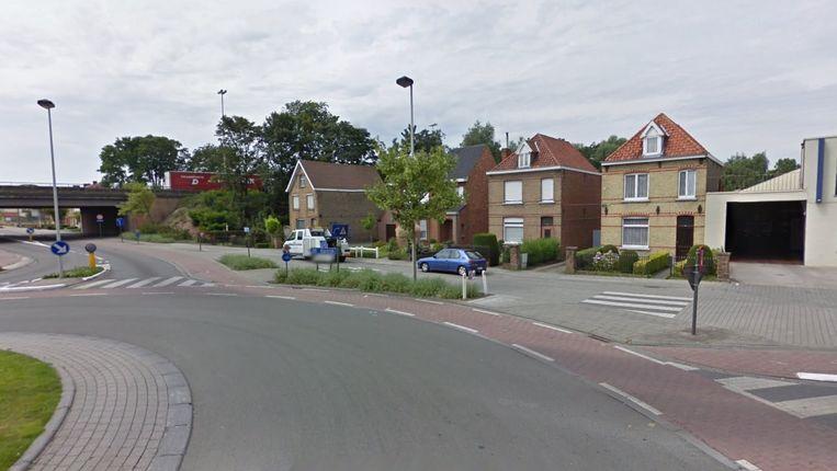 De fietsverbinding moet de Fabiolalaan verbinden met deze rotonde aan de Kortrijksestraat/Siemenslaan.