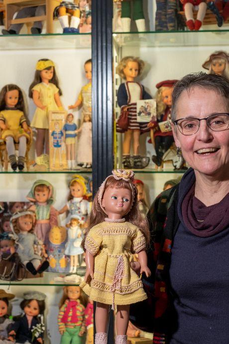 Handwerkfanaat Catharina uit 't Harde naait liever, dan dat ze haar poppenverzameling verkleedt