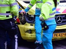 Ambulance raakt zelf betrokken bij ongeluk