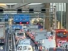 Ongeluk A16, twee rijstroken  Van Brienenoordbrug dicht