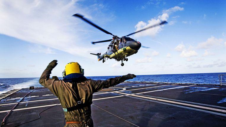 Lynx-helikopter landt op Nederlands fregat Hr. Ms. Evertsen Beeld ANP