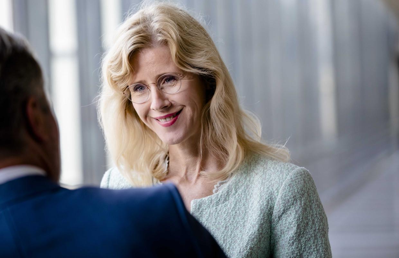 Staatssecretaris Mona Keijzer van Economische Zaken en Klimaat (CDA) reageert op de fusie tussen PostNL en Sandd.