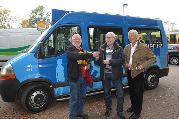 Drie maanden lang is het gebruik van de buurtbus tussen Olst en Raalte op zaterdag gratis.