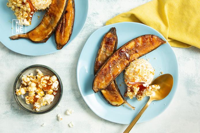Bbq-banaan met vanille-ijs en popcornbrittle