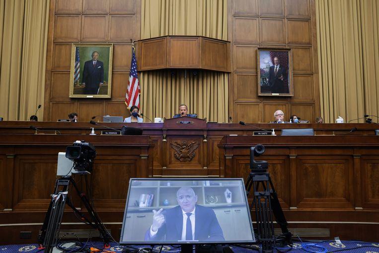 Amazon CEO Jeff Bezos spreekt via videoverbinding met de speciale commissie van het Huis van Afgevaardigden.