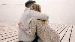 """""""De overspelige is niet per se zijn partner beu: ontrouw kan je weer dichter bij elkaar brengen"""""""