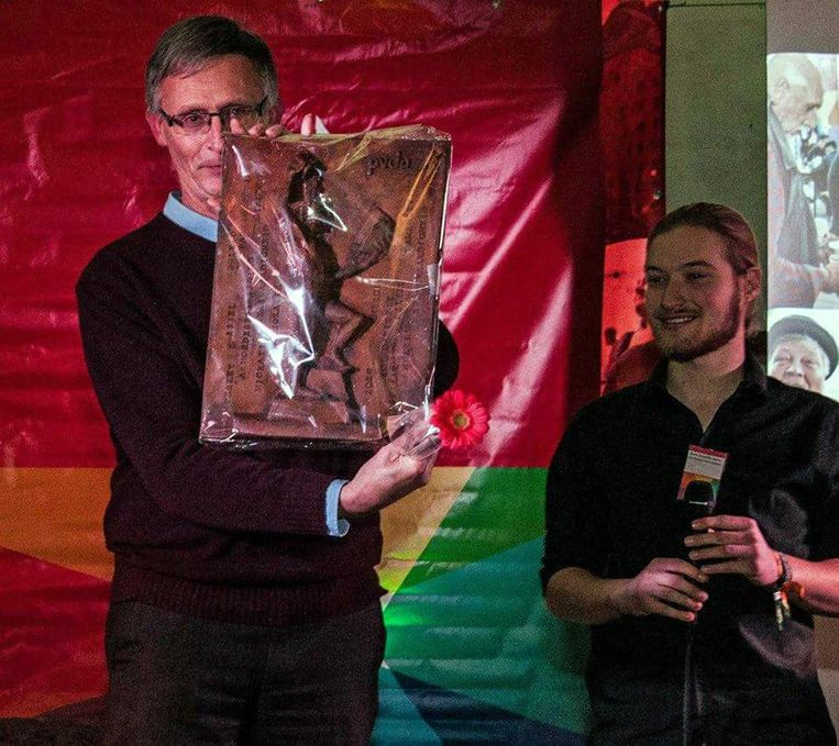 Docent Peter Raymaekers nam de prijs in ontvangst.