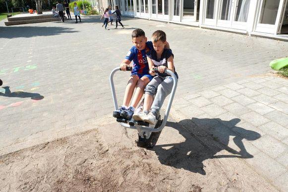 In de Daltonschool in 't Groen hebben ze eigen buitenfitnesstoestellen en een fit-o-meter.