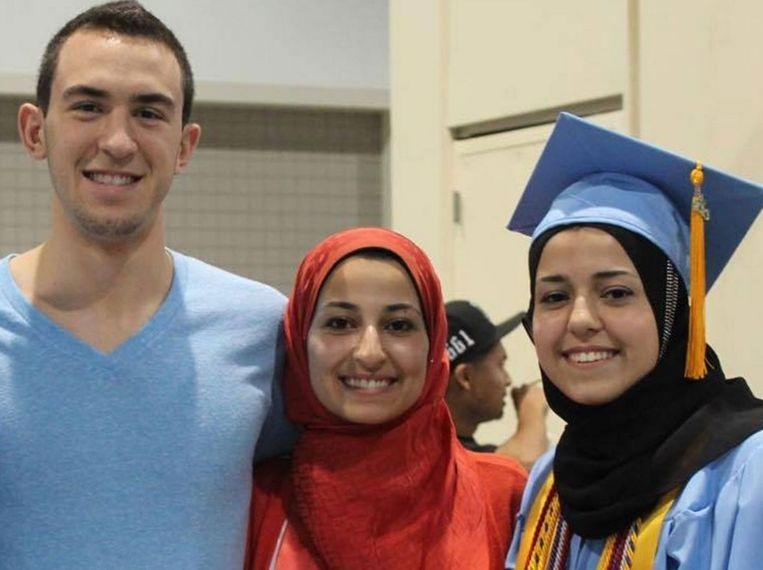 Deah Shaddy Barakat, zijn vrouw Yusor Mohammad en haar jongere zus Razan Mohammad Abu-Salha.