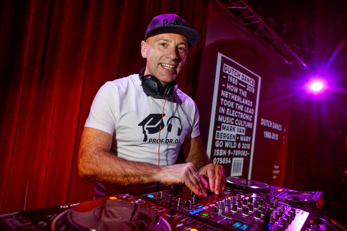 Ton Wilthagen als dj Hi-tone in Paradox in Tilbrug