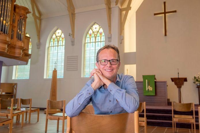 Jan-Willem Leurgans in de Immanuelkerk in Ermelo waar hij vanaf 30 augustus op de kansel staat.