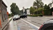 Stevige botsing in Canadalaan: twee lichtgewonden en vier voertuigen beschadigd