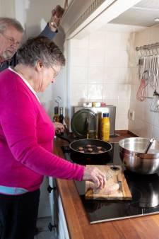 Kerstmenu-tradities:  Addy uit Eefde bakt op kerstavond altijd pannenkoeken met worst