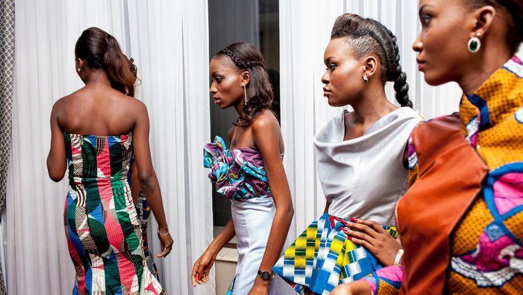 Een modeshow (achter de schermen) in Kinshasa in Congo. Beeld Yvonne Brandwijk