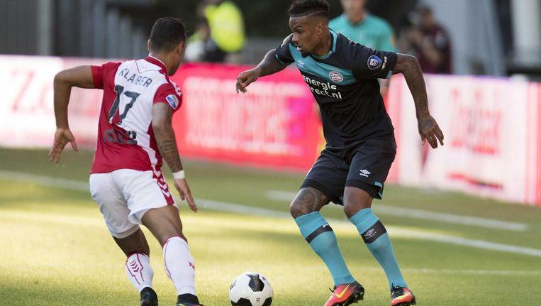FC Utrecht-speler Sean Klaiber in duel met PSV'er Jurgen Locadia. Beeld anp