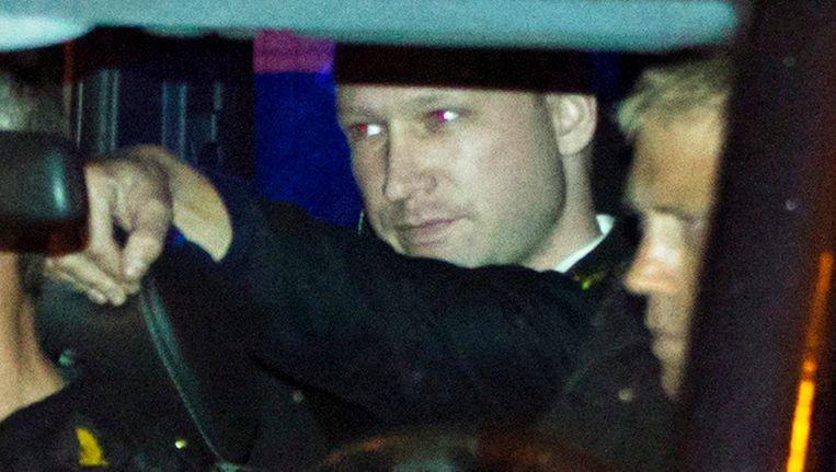 Anders Breivik in de arrestantenauto. Beeld EPA