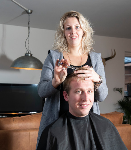 Kapster (26) begint eigen bedrijf: Mariska's Kapperstruck