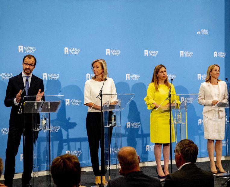 Eric Wiebes, Carola Schouten en Kasja Ollongren en Stientje van Veldhoven tijdens de presentatie van het Klimaatakkoord. Beeld ANP
