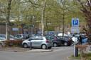 Geparkeerde auto's in de blauwe zone in Goirle.