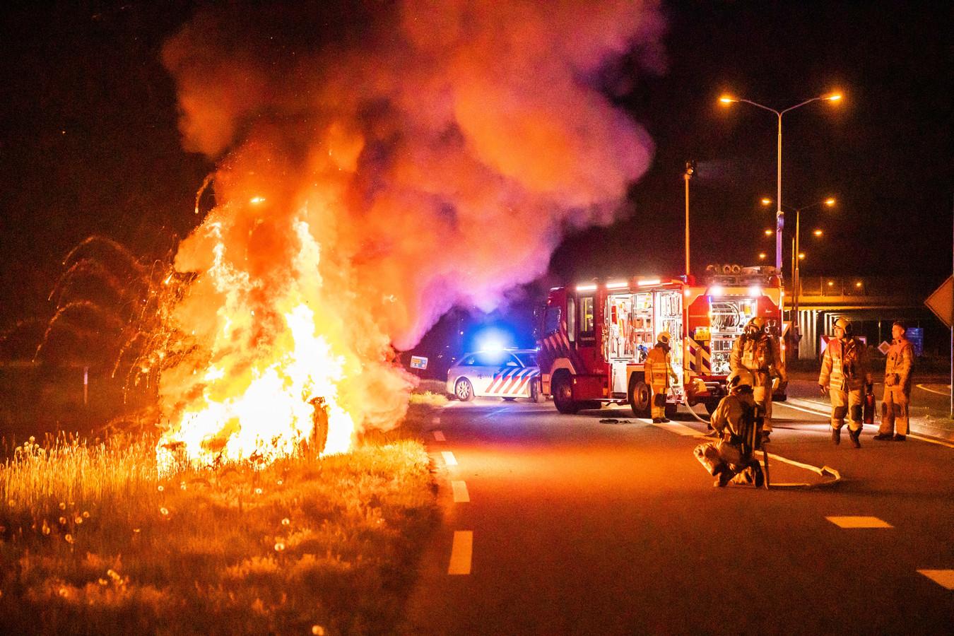 De auto crashte op de A1 bij afrit Eembrugge.
