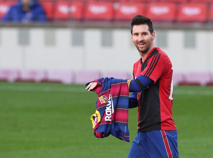 Lionel Messi met het shirt van Newell's Old Boys na zijn goal.