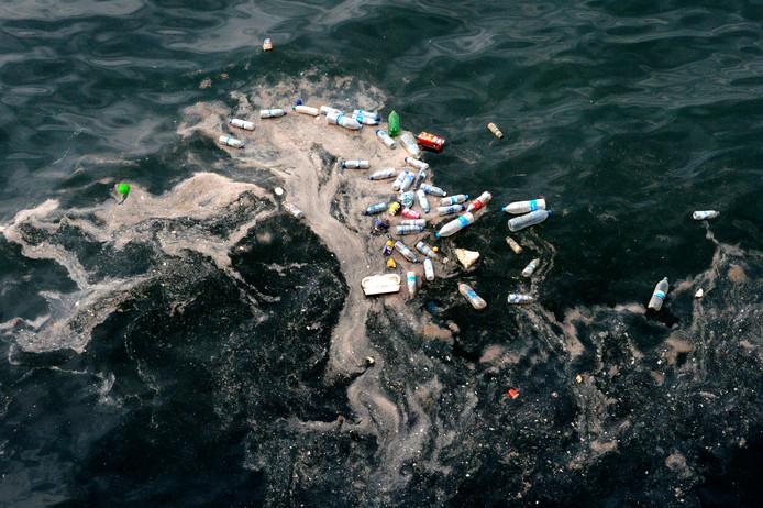 Plasticafval in de Middellandse Zee.
