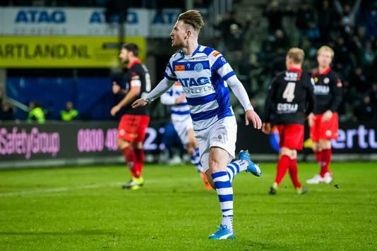 Cas Peters, scorend in het shirt van De Graafschap.