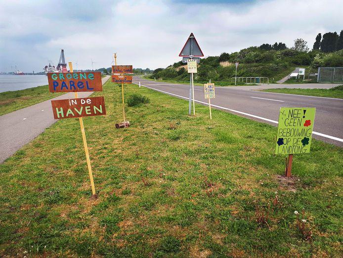 Borden tegen bebouwing Landtong Rozenburg