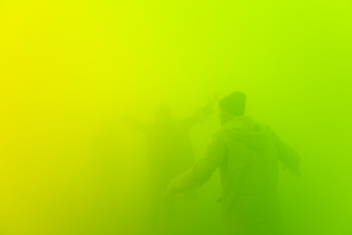 Ann Veronica Janssens vult ruimtes met gekleurde mist