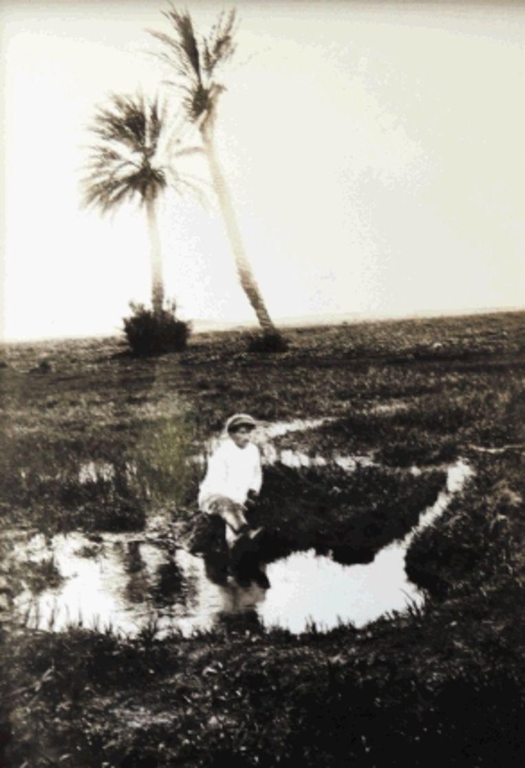 Een reproductie van een foto van de grootvader van Shalev, in Nahalal. (Trouw) Beeld