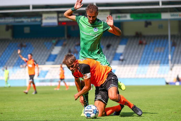 De Graafschap, hier met Giannis Mystakidis tegen FC Volendam,  oefent zaterdagmiddag tegen Heerenveen.