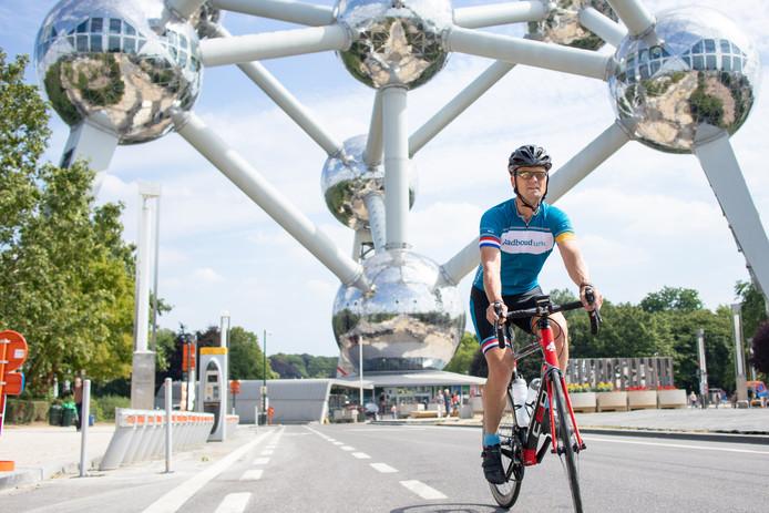 Bart Kiemeney rijdt de eerste etappe van zijn Tour de France om geld op te halen voor het Radboud Oncologie Fonds.