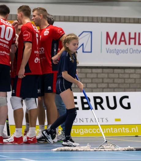 Spoedmaatregelen voor gladde vloer Swanla na gestaakte volleybalwedstrijd: spelen kan weer