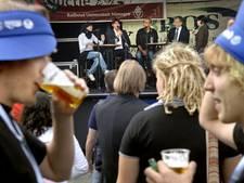 Polsbandjes, evenementenbier en mentoren moeten alcoholmisbruik voorkomen