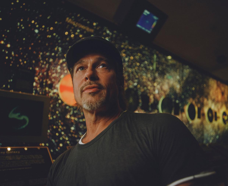 Brad Pitt tussen de sterren: hier in het Griffith Observatory in Los Angeles, vanaf woensdag op het witte doek in 'Ad Astra'.