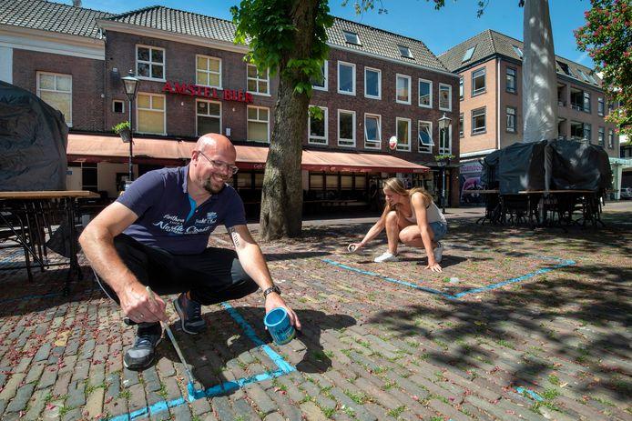 Café Sint Jan op het Jansplein behoort tot de Arnhemse horecabedrijven die op 1 juni open willen gaan met extra terrasruimte. Archieffoto: Gerard Burgers
